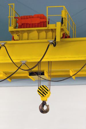 Electrically driven heavy duty overhead crane Фото со стока - 33824661