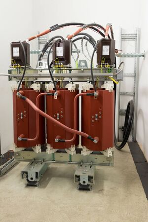 Dry type (cast resin) medium voltage power transformer