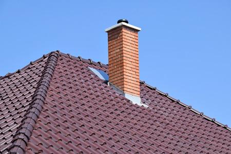 Huis dak met schoorsteen