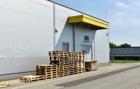 warehouse building: Loading area of a warehouse building in the city