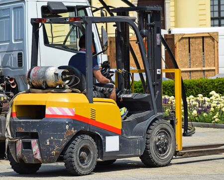 mode: Forklift at work on the street