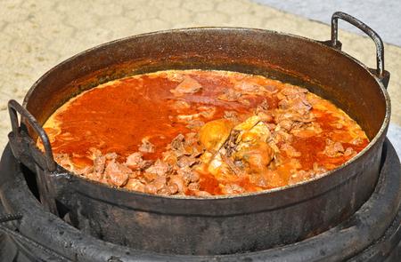roasting pan: Cooking goulash outdoor