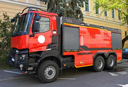 Fire truck on the city street Foto de archivo