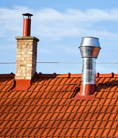 Dach domu z kominami Zdjęcie Seryjne