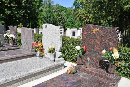 Lápida en el cementerio público