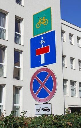 Traffic signs in front of a building 版權商用圖片