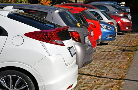 Cars in the parking lot in a row Stockfoto