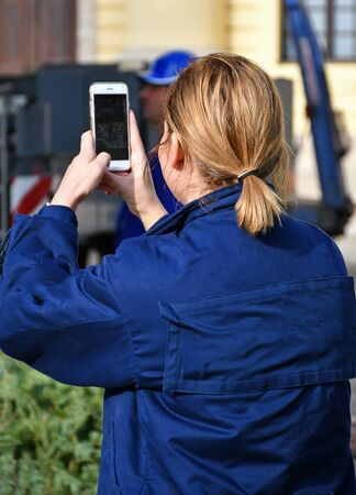 Woman takes photos with her smartphone Stockfoto