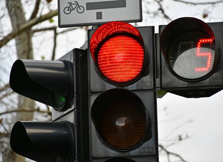 Red traffic light at the road crossing Stockfoto