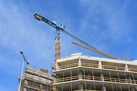 Tower crane at the construction of an apartment building Banco de Imagens