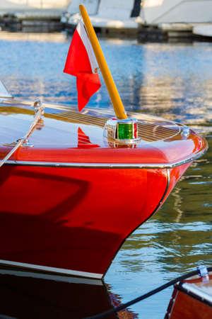 high end: Barcos de gama alta requieren amor y dedicaci�n mantenimiento Foto de archivo