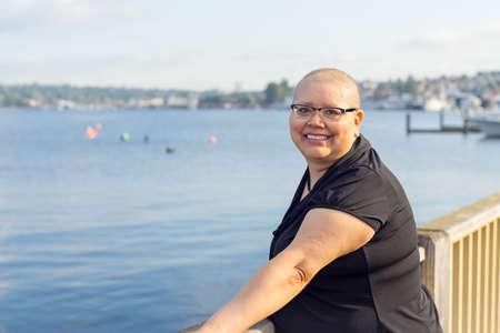 El estilo de vida de la mujer después de la cirugía del cáncer de mama con éxito Foto de archivo - 46545525