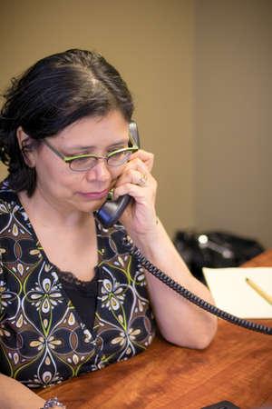 Middle-age woman uses laptop Archivio Fotografico