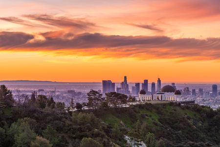 Los Angeles en Griffith Observatory Sunrise Stockfoto - 81720893