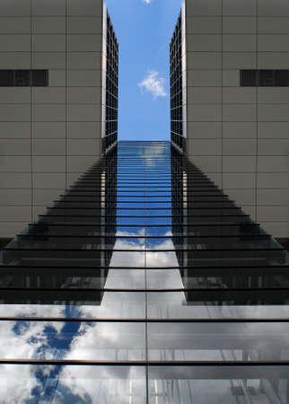 reflektion: modern building