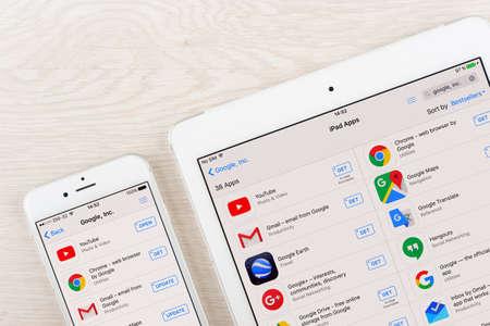 Moskou, Rusland - 31 januari 2016: Google-toepassingen op de iPhone en iPad display. Google is een Amerikaanse multinational, gespecialiseerd in internet gerelateerde diensten en producten