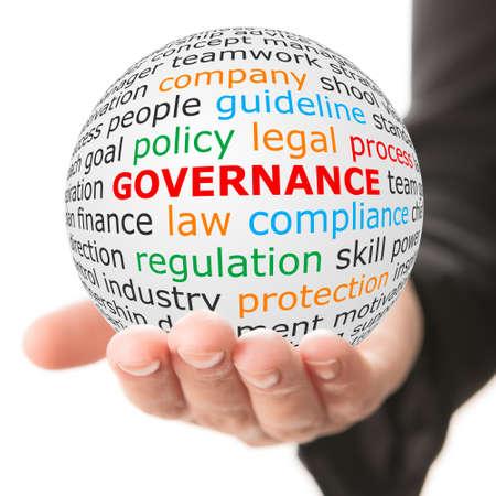 ottimo: concetto di governance. Mano prendere palla bianca con wordcloud e parola di governo in colore rosso.