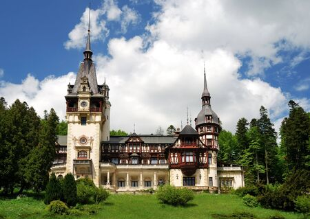 Historical monument, Peles Castle is a Neo-Renaissance castle placed in an idyllic setting in the Carpathian Mountains, near Sinaia. Was the romanian kings residence. Reklamní fotografie - 7103857