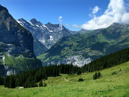 prato montagna: Villaggio di montagna tradizionali di Murren nelle Alpi Oberland, Svizzera