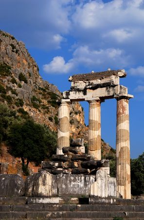 delfi: The Tholos at the sanctuary of Athena Pronaia is a circular building that was constructed between 380 and 360 BC. Greece landmark. Stock Photo