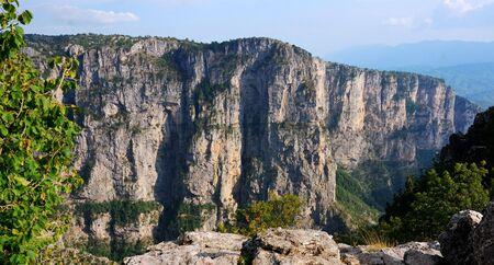 the deepest: Parque nacional Vikos Aoos en Zagoria, el ca��n m�s profundo del mundo, Grecia