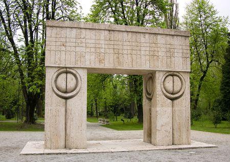 Kiss Gate, Sculpture of Constantin Brancusi, Romania Banque d'images - 9780991