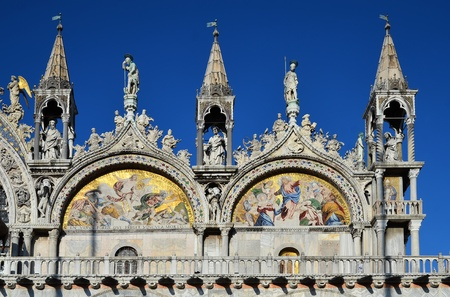 The artistic facade of the famous Basilica di San Marco in Venice, Italy Imagens