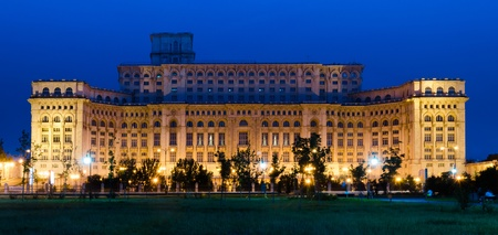 bucuresti: The Palace of the Parliament in Bucharest, Romania is the second largest building in the world, built by dictator Ceausescu. Also known as People Palace