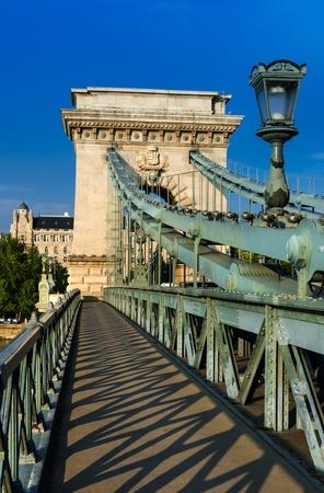 szechenyi: El Puente de las Cadenas Szechenyi es un puente colgante que cruza el r�o Danubio entre Buda y Pest. Foto de archivo