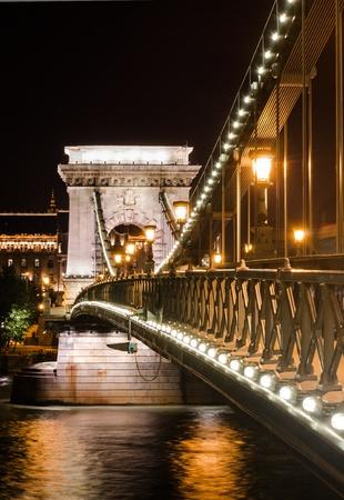 szechenyi: El Puente de las Cadenas Szechenyi es un puente colgante que cruza el r�o Danubio, en Budapest, Hungr�a.