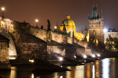 familiar: Charles Bridge  Karluv Most  is Prague most familiar monument, connects the Old Town  Stare Mesto  with the Mala Strana