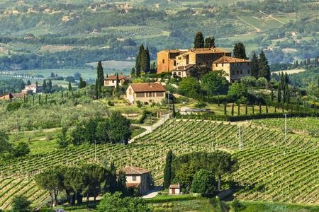 Landelijk landschap in Toscane, in de buurt van San Gimignano middeleeuwse dorp Italië Stockfoto