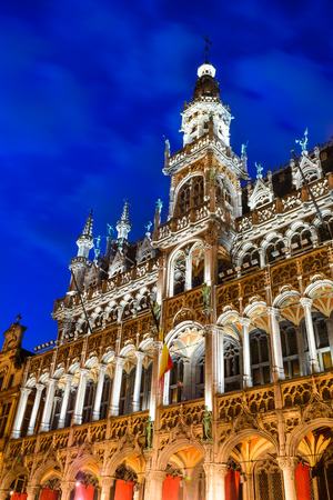 Bruxelles: Bruxelles, Brussels, Belgium. Night image with Grand Place (Grote Markt) and Maison du Roi, built in 1536 Editorial