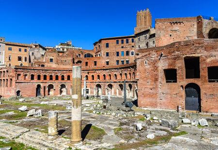 roma antigua: Roma, Italia. Ruinas de Trajano Mercados, construido en el siglo segundo dC por Apolodoro de Damasco, en la antigua Roma