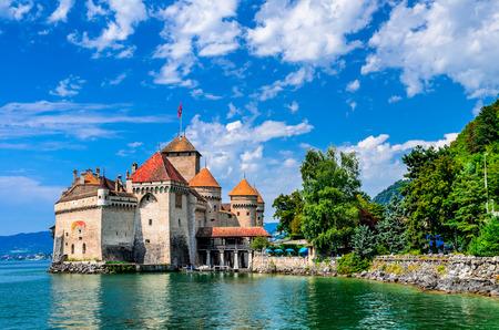 castillo medieval: Castillo de Chillon uno de los castillo m�s visitado en Suiza