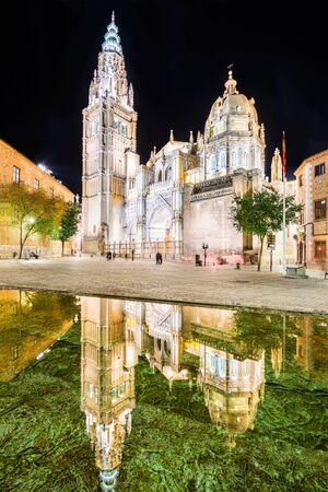 gotico: Toledo, España. Catedral Primada de Santa María de Toledo, construido en estilo gótico mudéjar (1226). Castilla la Mancha. Foto de archivo
