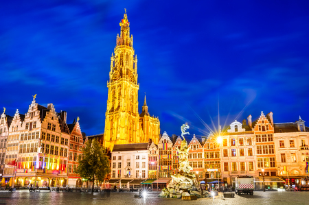 Antwerpen, Belgium. Night scene in downtown Antwerp, Belgium along the famous Meir Street and the lonely tower of the Cathedral of our Lady. 免版税图像 - 51379192