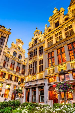 bruxelles: Bruxelles, Belgium. Twilight image with Grand Place in Brussels (Grote Markt) and medieval architecture house facades. Editorial