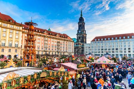 DRESDEN, SAXONY / GERMANY -  17 DECEMBER 2016: People visit Christmas Market  Striezelmarkt in Dresden, Germany. Christmas fair, European traditions. 新闻类图片