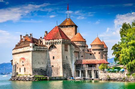 シヨン城、スイス。モントルー、湖ジュネーブ、スイスで最も訪問された城の 1 つよりも 30万人が毎年訪れます。 写真素材