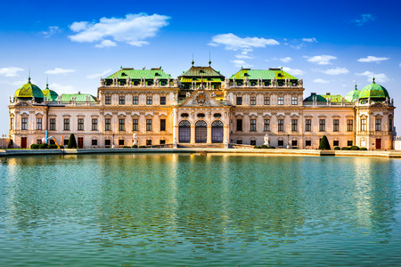 ウィーン, オーストリア.ハプスブルク帝国のウィーンの首都で、サヴォイのウジェーヌ王子の有名なベルヴェデーレ宮殿夏の離宮の美しい景色は。 写真素材