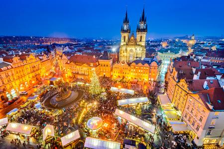 프라하, 체코. Stare Mesto 오래 된 광장, Tyn 교회, 보 헤 미아에서 크리스마스 시장. 스톡 콘텐츠