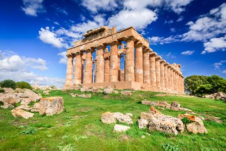 Selinunte는 이탈리아의 시칠리아 남서부 해안의 고대 그리스 도시였습니다. 헤라 사원 Doric 스타일 아키텍처의 유적.