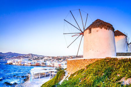 Mykonos, Greece. Windmills Kato Mili are iconic feature of the Greek island of the Mikonos, Cyclades Islands. Banque d'images