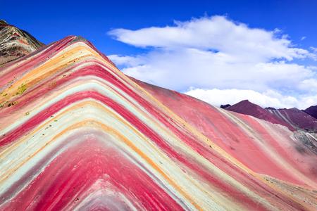 Vinicunca, Peru - Winicunca Rainbow Mountain (5200 m) in Andes, Cordillera de los Andes, Cusco-regio in Zuid-Amerika. Stockfoto - 97393052