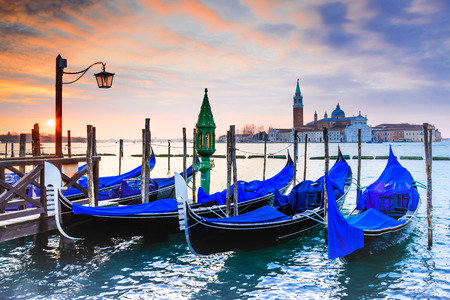 Venice, Italy. Sunrise with Gondolas on Grand Canal, Piazza San Marco, Adriatic Sea. 免版税图像