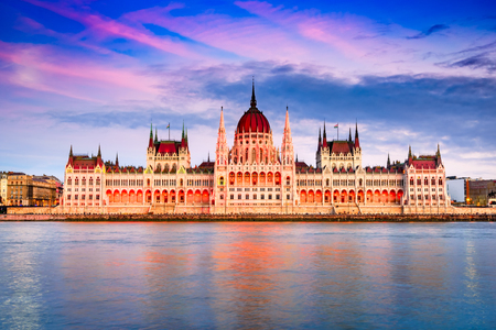 Budapest, Hungary. Sunset amazing image of Hungarian Parliament Building and Danube River. Stockfoto