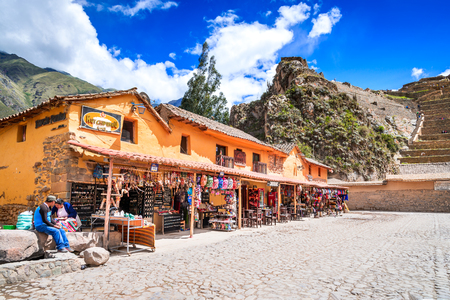 OLLANTAYTAMBO, PERU - 27 APRIL 2017: Downtown of the small medieval city of Ollantaytambo, with Inca ruins on Andes Mountains. Redakční