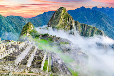 Machu Picchu in Peru - Ruins of Inca Empire city and Huaynapicchu Mountain in Sacred Valley, Cusco, South America. 版權商用圖片