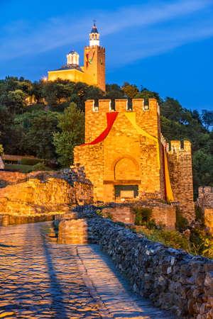 Veliko Tarnovo, Bulgaria. Stunning twilight colors with Tsarevets Fortress. 新闻类图片